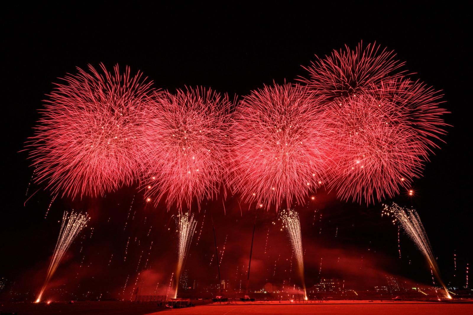 2020年の「かごしま錦江湾サマーナイト大花火大会」は名称・開催時期等を変更して【かごしまウィンターナイト大花火大会】日時 令和2年12月25日(金)または26日(土) 15分程度(時刻未定) イメージ画像